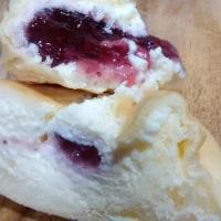 八天堂の「あまおうのくりーむパン」も美味しいんだょー。