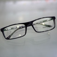 Starck eyes (スタルク アイズ) の正統派スクエアデザインの新作「SH3034A」!