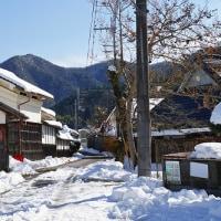 雪景色の茅葺  兵庫県篠山市辻