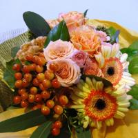 うさぎさんとバラ花束