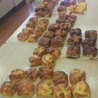 折り込みの成形でたくさんできたよ。教室のパンです。