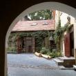 ヴィリニュスの旧市街には時代も様式も異なる教会が美しい景色を作っています(リトアニア)