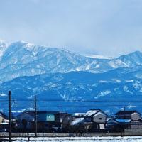 昨日昼間、青空広がったが立山連峰上に雲流れる・・・富山市水橋