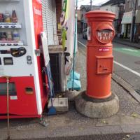 「丸型の郵便ポストー2」