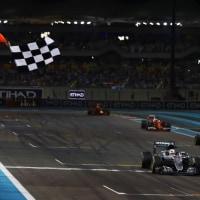タイトル争いに敗れたハミルトン「遅く走るのは不正じゃない。チームはなぜ干渉するのか」F1アブダビ日曜