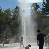 噴水で遊べる公園