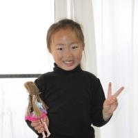 大海君の小学校卒業式で夏花チャンの面倒見に出掛ける。