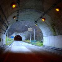 多くの方にお訪ねいただき感謝いたします。来年もよろしくお願いいたします。暗いトンネルから・・