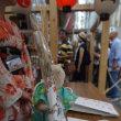 [祇園祭 後祭」の宵山。ミモロがお手伝いする「大船鉾」には、大勢の見物人が。粽も売り切れ