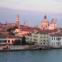 船からのベネチアの街の風景(その2)
