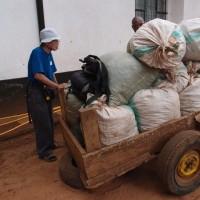 ムサマリア孤児院 製粉機購入とトウモロコシ畑