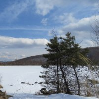 湖ウォークと青い空