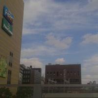 東日本大震災にしろ今回の鳥取震度6弱の地震にしろ三菱東京UFJ銀行大阪恵美須支店のATMを触っているときに発生。昨日撮影した地震雲はこの地震のものかも。