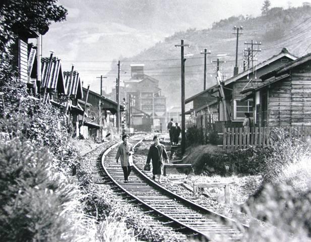 昔の写真・・松浦炭鉱の病院へ出勤する人々・・・ - 白骨の道「下野清徳の回顧録」