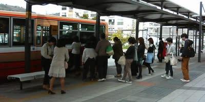 三田駅前のバスのりば(兵庫県三田市)