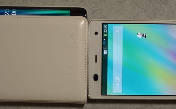 左がGALAXY Note Edge、右がARROWS NX F-01F。エッジスクリーン相当分横幅が大きい