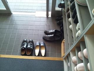 前回のビジネスマナーで行った「靴の脱ぎ方」を参考して、全員靴の脱ぎ方のマナーは完璧に出来ていました。