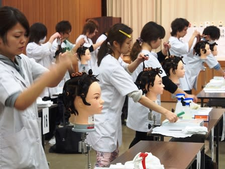 石川県理容美容専門学校画像