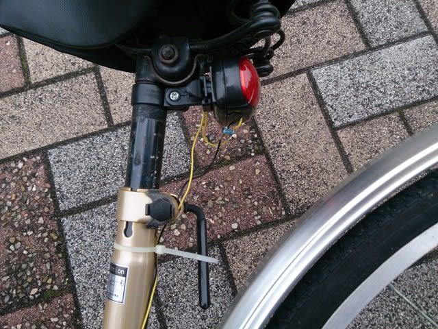 自転車の 自転車 ライト 固定 自作 : 自作!自転車用ブレーキランプ ...