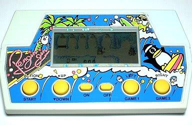 またウォークマンのロゴのようなペンギンギンのタイトル、ゲーム内容とは関係なくサーフィンに興じる主人公たちと椰子の木など、意味不明にトロピカルな筐体が実に80