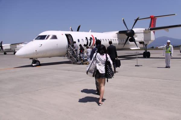 鹿児島空港から、近隣の島へは、プロペラ機がたくさん飛んでいた。 与論島へ... 初めてのプロペラ