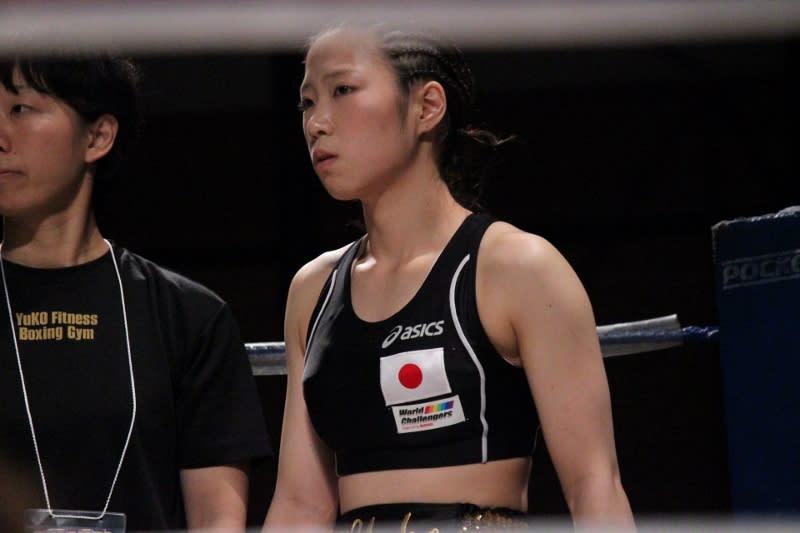 安藤 麻里(フュチュール)vs黒木 優子(YuKO) 1 - SACRED RING Photo