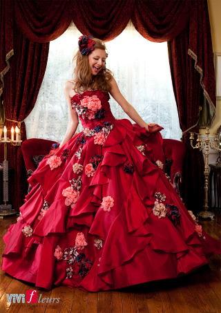 こっくりした赤なので、これからの秋挙式には特にオススメです まだカラードレス