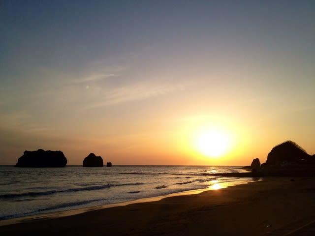 お隣の様似町にて2月の夕陽 - 北海道のしっぽ