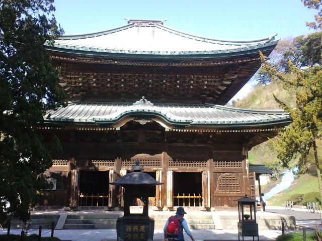 トップ画像は仏殿。 仏殿の内部。 上の画像は仏殿の奥にある法堂の内部です...