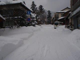 微妙に除雪済み。自治会の人が除雪?
