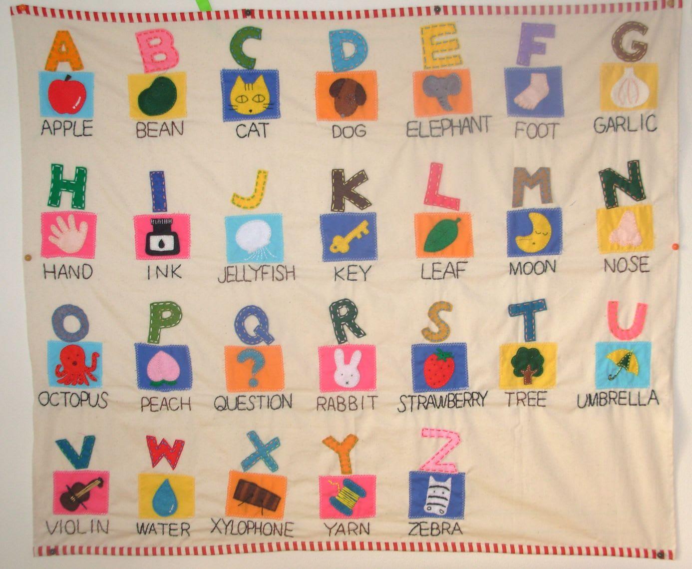 横94センチ×縦81センチ。 アップリケはすべて手作り。 文字も手縫いの... アルファベットの