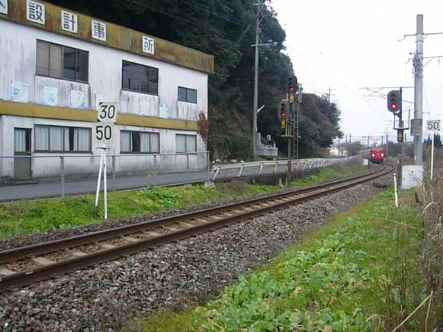 臼杵駅から宮崎方面に向かう485系にちりん(クリックで動画へ)