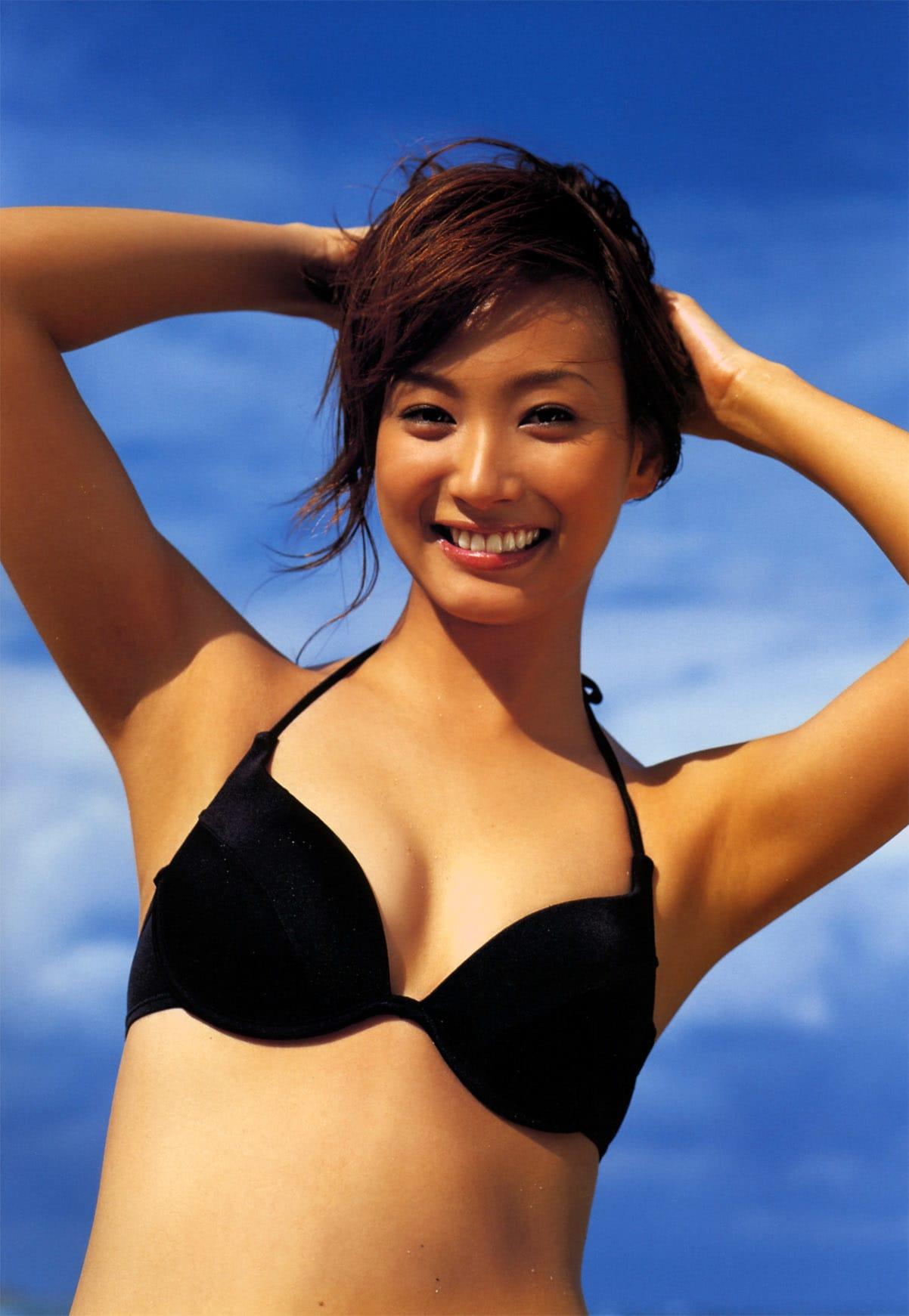笑顔が眩しい藤本美貴の水着画像