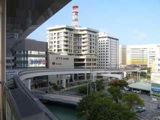 県庁前駅にて