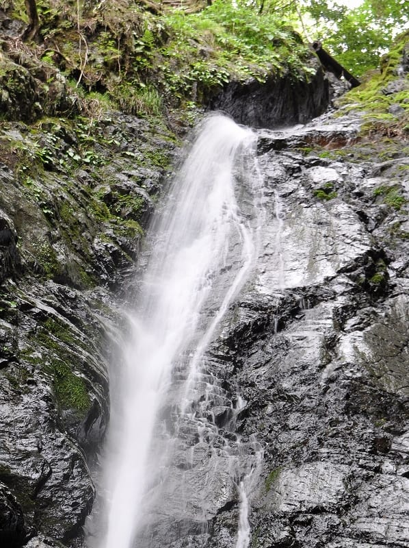 鳴岩の滝落ち口