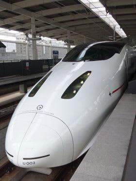 熊本駅に停車中の九州新幹線800系