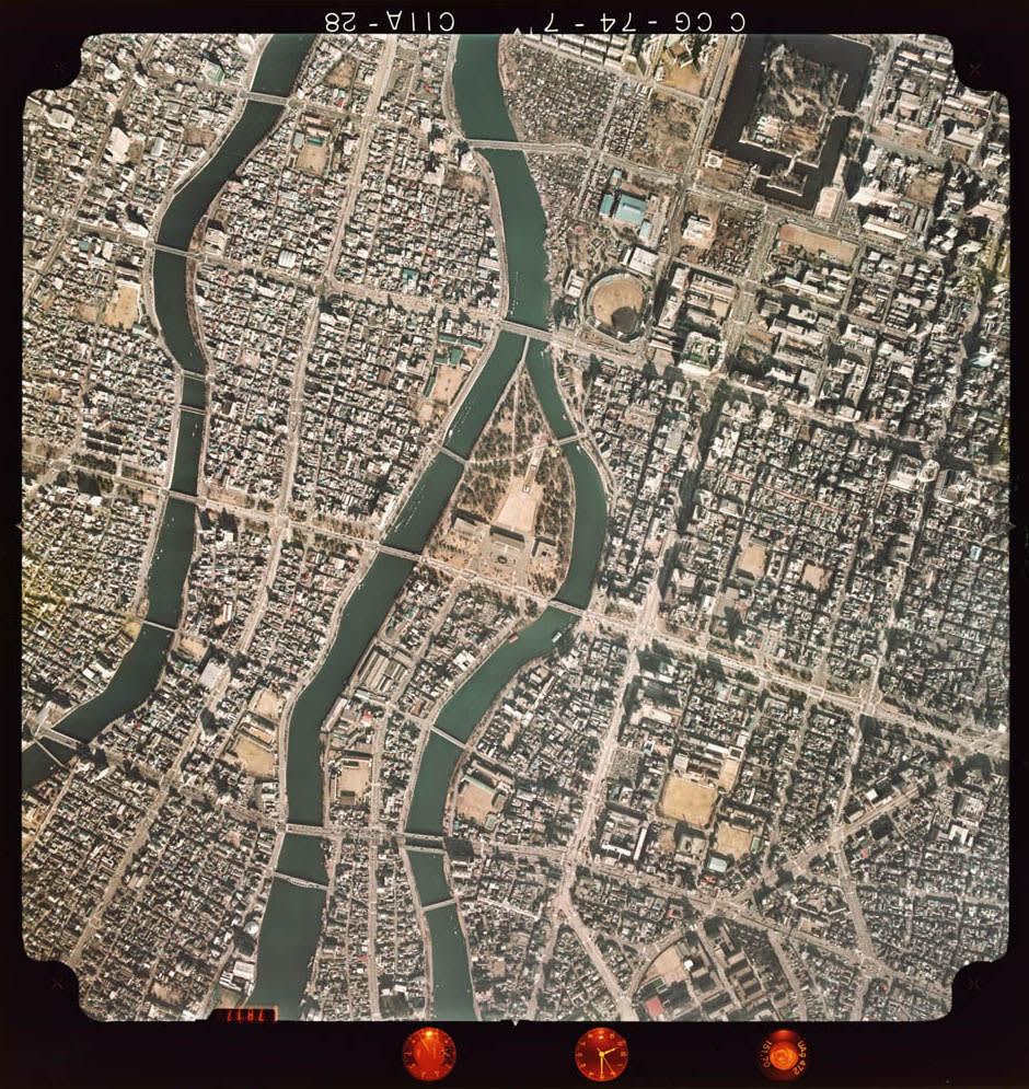 広島の「原爆ドーム」周辺です(地図)。 原爆ドームは、チェコ人建築家ヤン・レッツェルによって設計