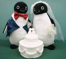 あ、本体は、東日本で有名なペンギンさんです。市販の子。 私が作ったのは、ウェディング的な小物とケーキだけです。