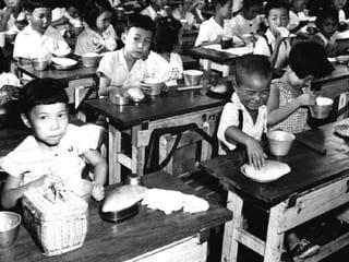 戦後にアメリカの栄養政策がとられてから、幼児や老人の死亡率が減りました... 乱食の国、ニッポン