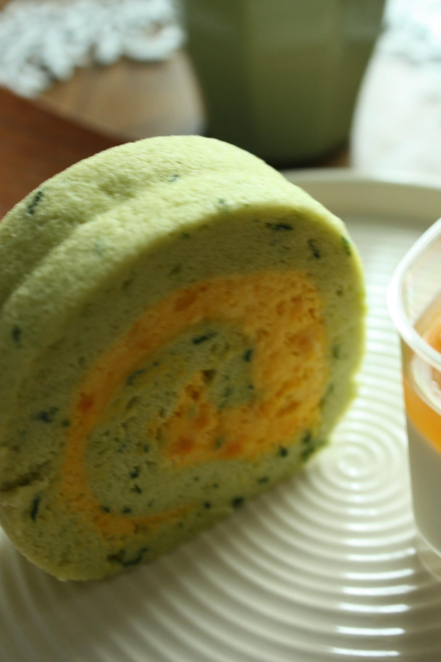 小松菜とかぼちゃのロールケーキ