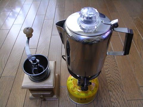 パーコレーターとコーヒーミル