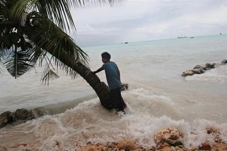 flooding in the maldives 849 schools  1 the maldives-a north-south lying constellation of 1,192 islands grouped in a   desertification and flooding brought by climate change supply.