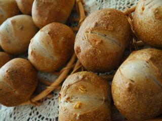 今日はレシピブログさんの「カリフォルニア プルーン ヘルシー焼菓子&パン作りコンテスト」参加中です!! 昨日、ヨーグルト酵母のくるみパンにもプルーンピューレを