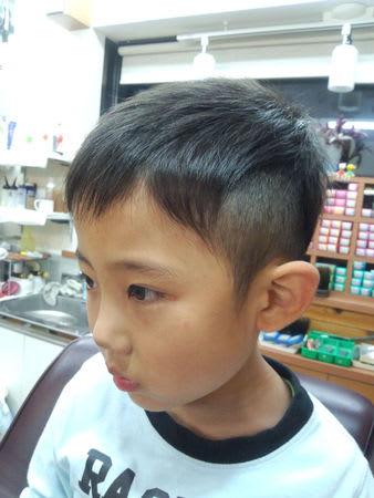 最新のヘアスタイル 男の子 小学生 髪型 : 2016男の子 ツーブロック髪型集 ...