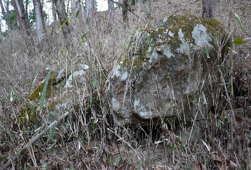転がっている石材