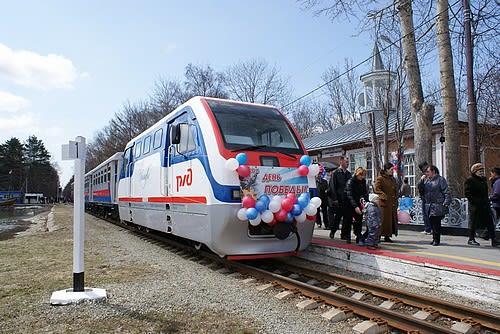 今月9 日にサハリン公園内を運行している子供鉄道の新型車両の運行が開始... 子供鉄道運行開始