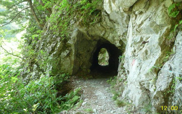 少トンネル
