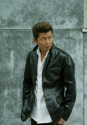 レザーのジャケットが似合う哀川翔