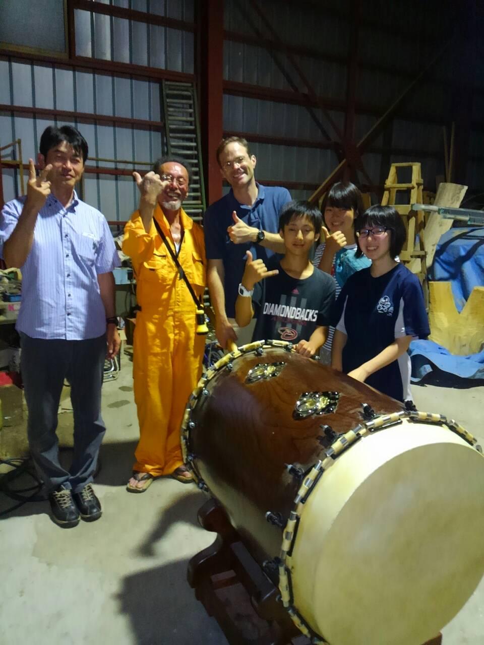 ▼この学生も北海道から(実習ではない) 英気を養った若者たち。 さあ、... わが大地のうた♪