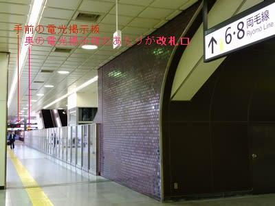 小山駅構内北側から改札口へ